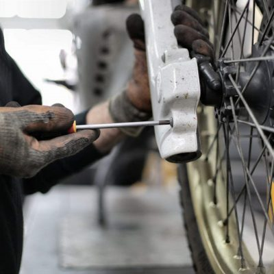 How to correct a bicycle wheel